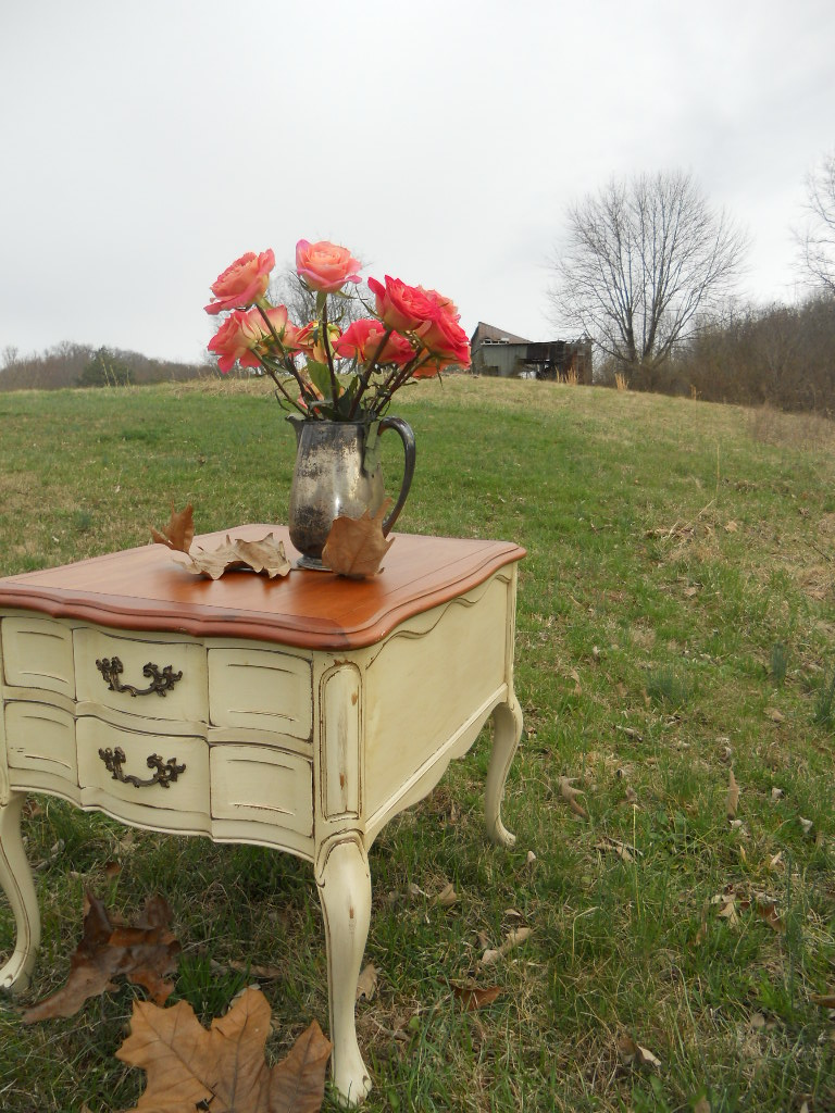 Country French End Table in Maple Cream