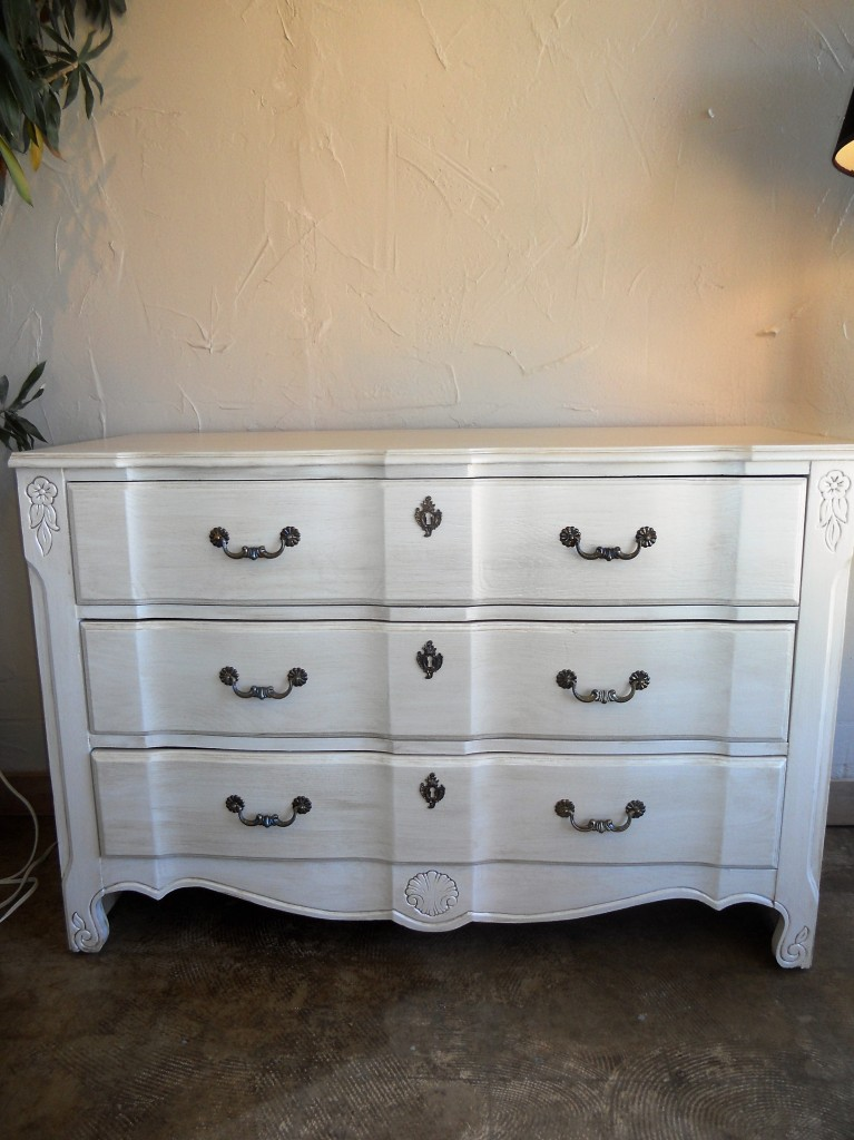 champagne_pearl_glazed_dresser_vintage_chic_painting_02