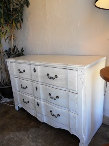 champagne_pearl_glazed_dresser_vintage_chic_painting_03