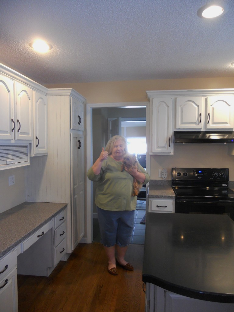 stephon_beashside_cottage_painted_kitchen_cabinets_white_with_glaze_